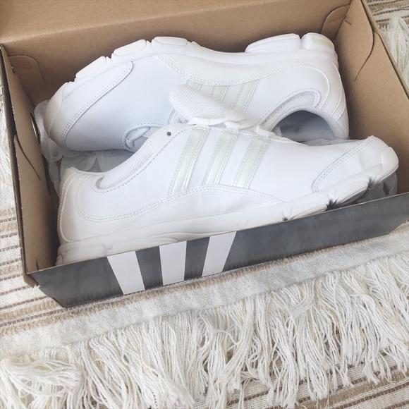 c889f5b61f0 ADIDAS NWT Women s Cheer Sport Shoes Size 7
